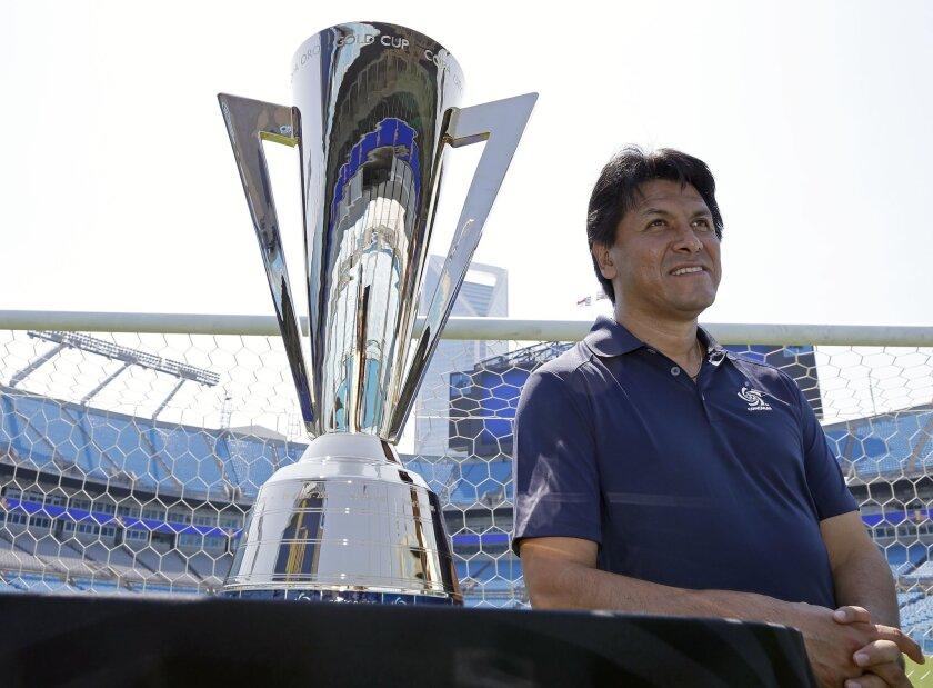 El excapitán del Tri, Claudio Suárez, habló sobre la MLS y la llegada de Gio Dos Santos al Galaxy.