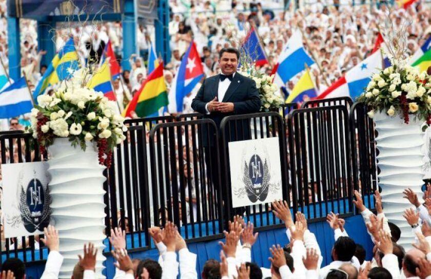 La celebracion de la Santa Cena de la Iglesia Luz del Mundo en San Bernardino, fue encabezada por el Apóstol de Dios, Naasón Joaquín García.