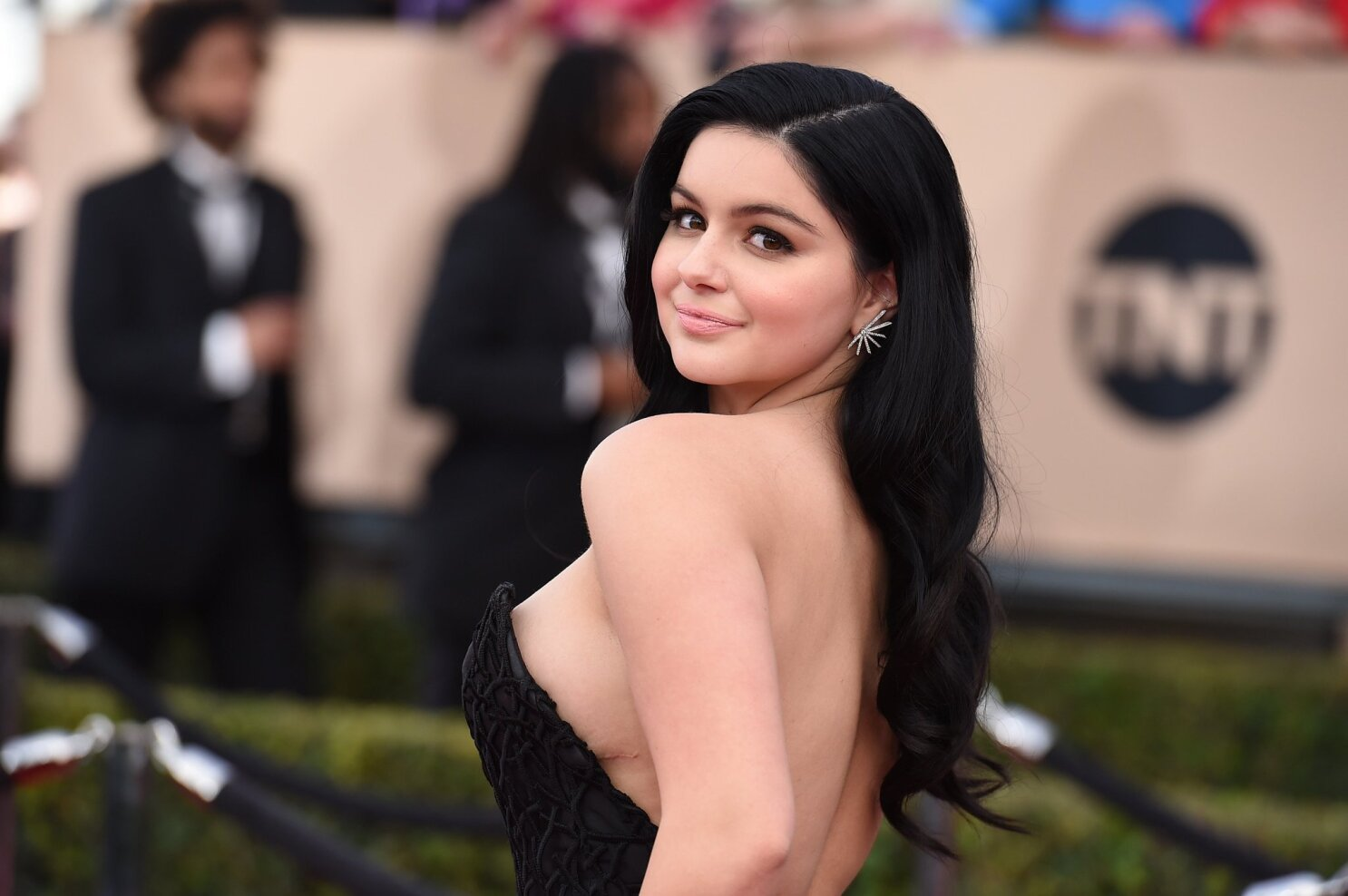 Modern family girl with big boobs Ariel Winter Not Ashamed To Show Her Breast Reduction Scars On Sag Red Carpet Los Angeles Times
