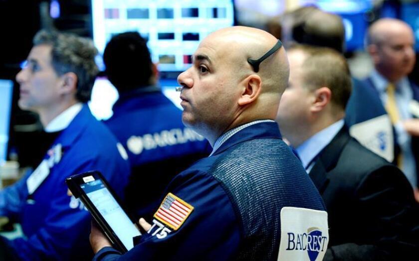 Wall Street abrió hoy sin rumbo claro y el Dow Jones de Industriales, su principal indicador, avanzaba un 0,03 % después de la decisión del Banco Central Europeo (BCE) de prolongar los estímulos monetarios hasta diciembre de 2017. EFE/ARCHIVO
