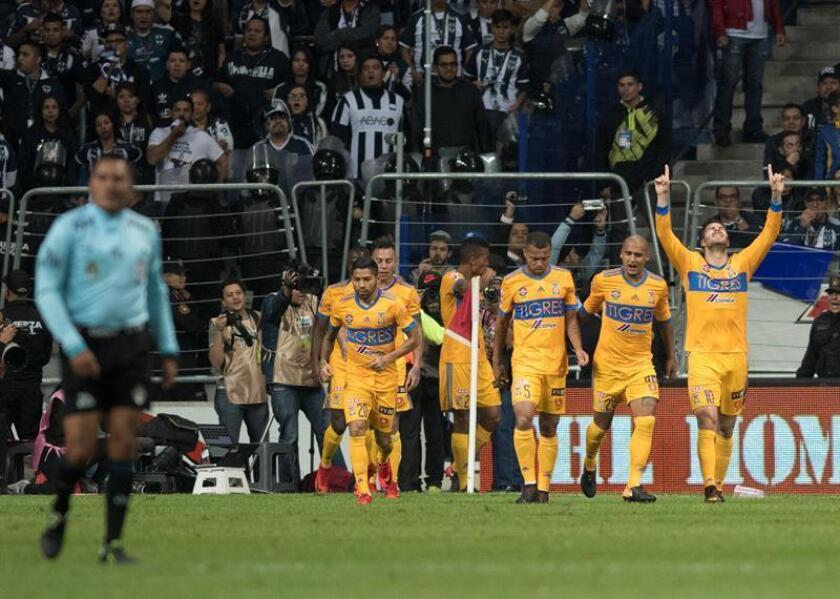 Varios jugadores de Tigres celebran un gol durante el partido de vuelta correspondiente a la final del Torneo Apertura 2017 mexicano. EFE/Archivo