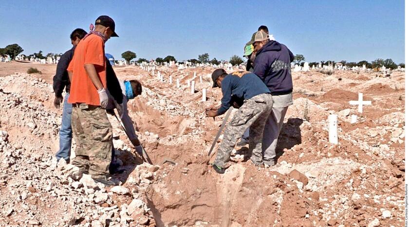 Autoridades de esta localidad fronteriza inhumaron ayer en el panteón municipal San Rafael 50 cadáveres que no fueron identificados ni reclamados por sus familiares.