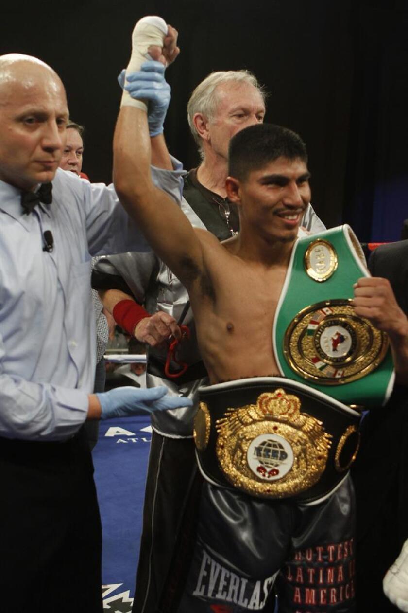"""El boxeador Miguel Angel """"Mickey"""" García celebra su victoria en un combate. EFE/Archivo"""