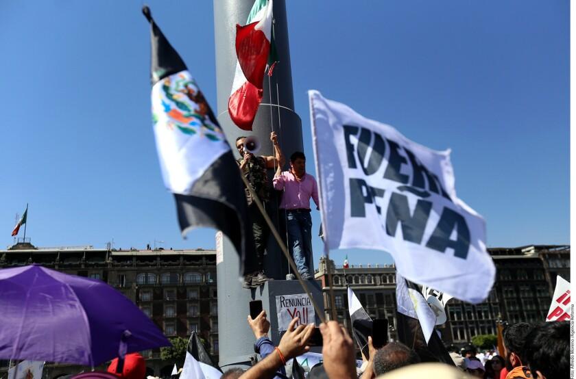 Cientos de manifestantes contra el gasolinazo llamaron a impedir que el próximo 31 de enero ingresen a la Ciudad de México los camiones de carga de empresas trasnacionales.