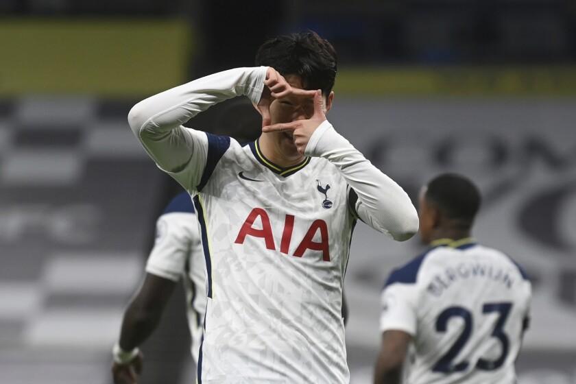 El delantero de Chelsea Tammy Abraham celebra tras anotar el segundo gol del equipo