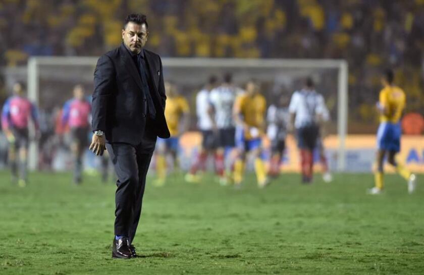 Antonio Mohamed, entrenador de Rayados durante un partido. EFE/Archivo