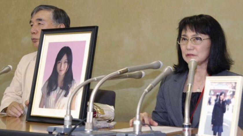 Tadashi Ishii, presidente del gigante nipón de la publicidad, la compañia Dentsu, dijo que asumía la responsabilidad por el fallecimiento de la joven y que haría efectiva su renuncia en la próxima reunión de la junta directiva en enero.