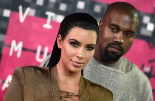 Twitter says 'no' to Kim Kardashian's dress | 2015 MTV Video Music Awards