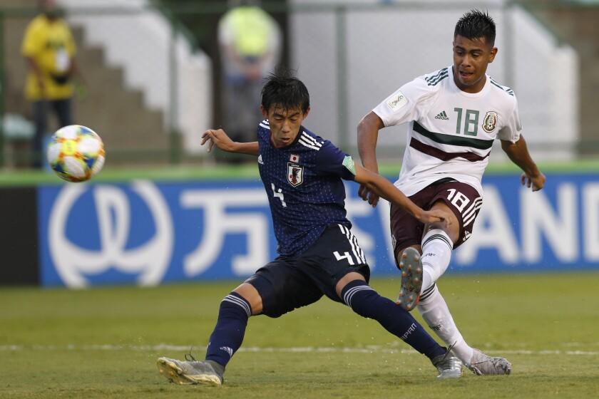 Japan's Shinya Nakano, left, and Mexico's Efrain Alvarez
