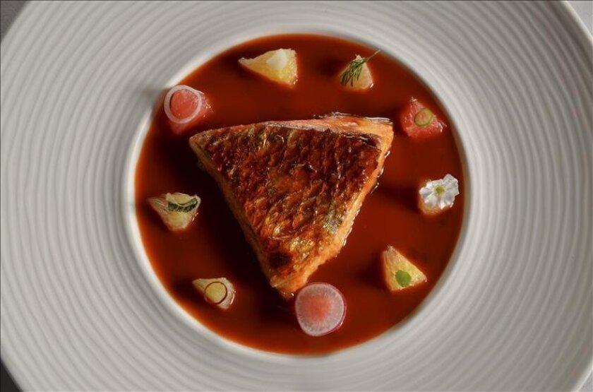 Fotografía facilitada por The Bridge, del chef mexicano Daniel Ovadía, del afamado restaurante Paxia (Ciudad de México), uno de los jóvenes cocineros más aclamados de México y de Latinoamérica. EFE