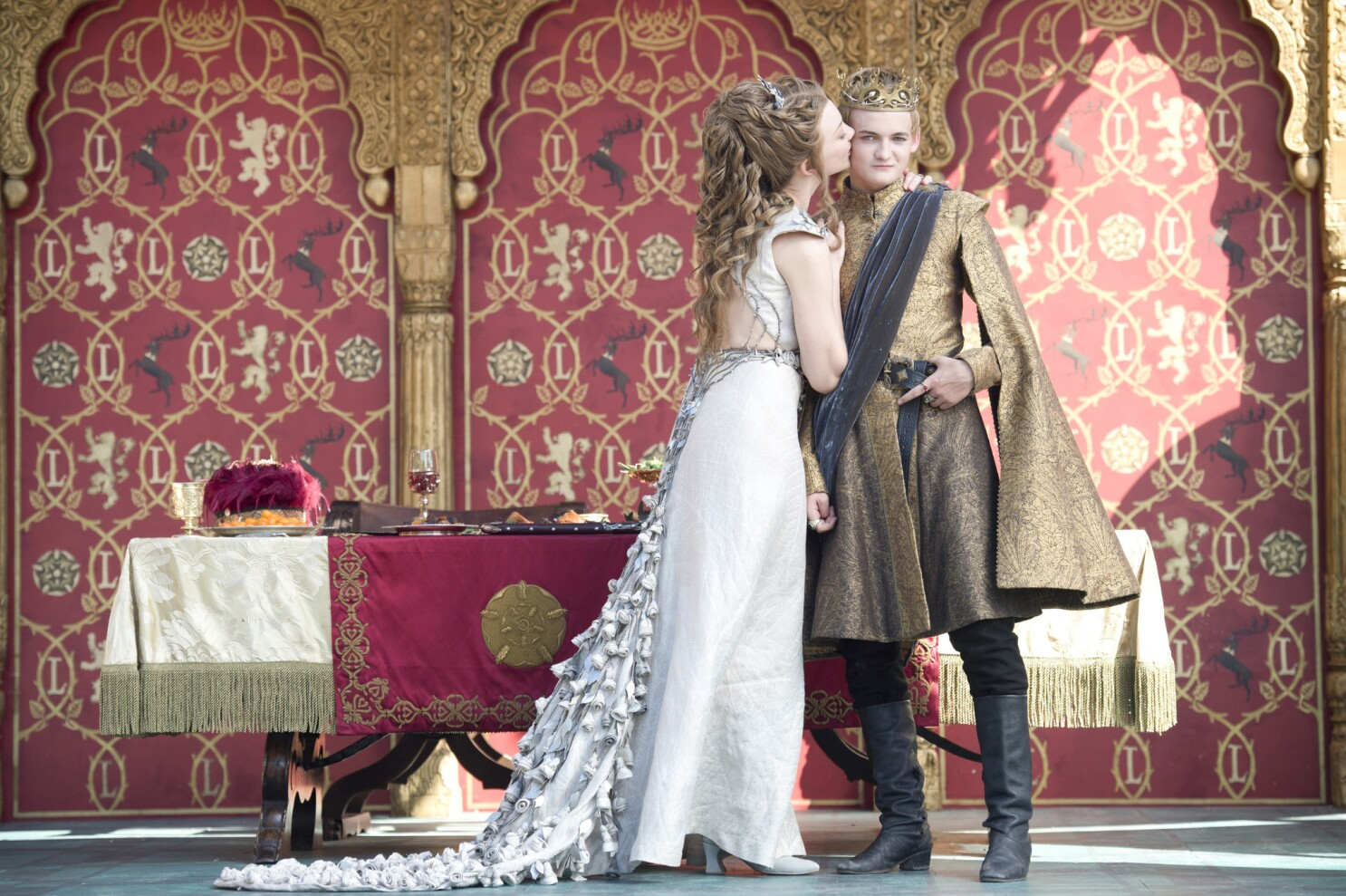 Game Of Thrones Wins Costume Design Emmy Los Angeles Times