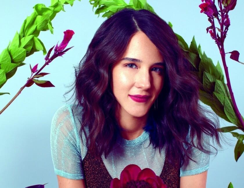 La cantante mexicana Ximena Sariñana sorprende a sus fans al presentar material nuevo.