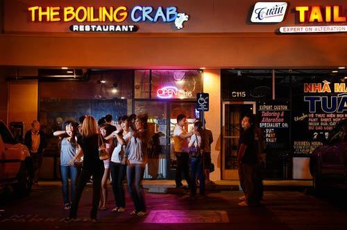 The wait at Boiling Crab can be more than two hours. Sometimes people are turned away when they arrive too close to closing time.