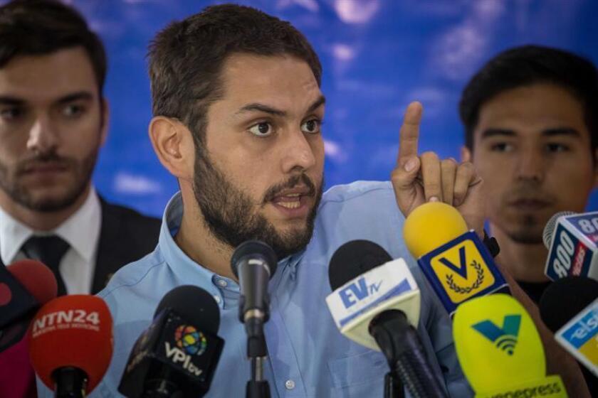 La Comisión Interamericana de Derechos Humanos (CIDH) expresó hoy preocupación por la situación del diputado opositor venezolano Juan Requesens (c), detenido desde el 7 de agosto y acusado del atentado contra el presidente de Venezuela, Nicolás Maduro. EFE/ARCHIVO