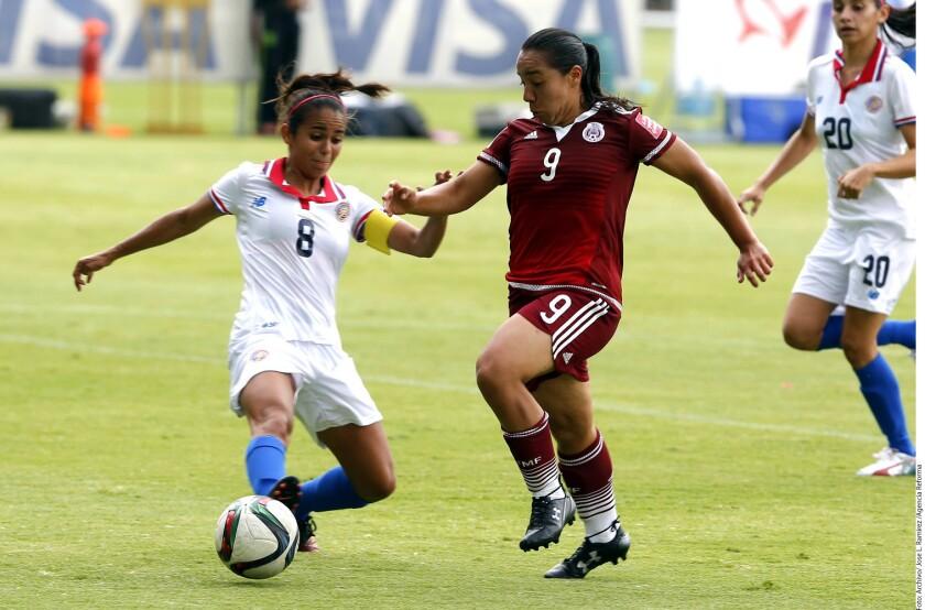 La profesionalicación del futbol femenil en México podría aumentar el nivel de la competición y y mejoraría las condiciones de las deportistas.