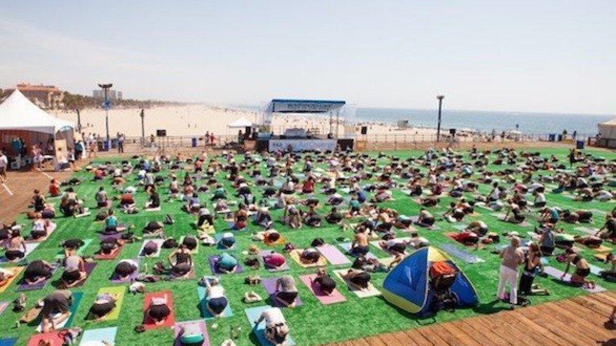 Santa Monica Yoga Music Mashup On The Beach For Free Los Angeles Times