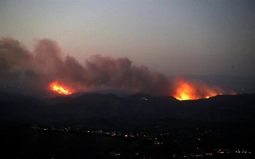 Los servicios de emergencias prosiguen hoy la búsqueda de las 1.276 personas que permanecen desaparecidas desde hace más de una semana a consecuencia del gigantesco incendio que quema el norte de California y que ya ha causado por lo menos 76 muertos. EFE/ARCHIVO