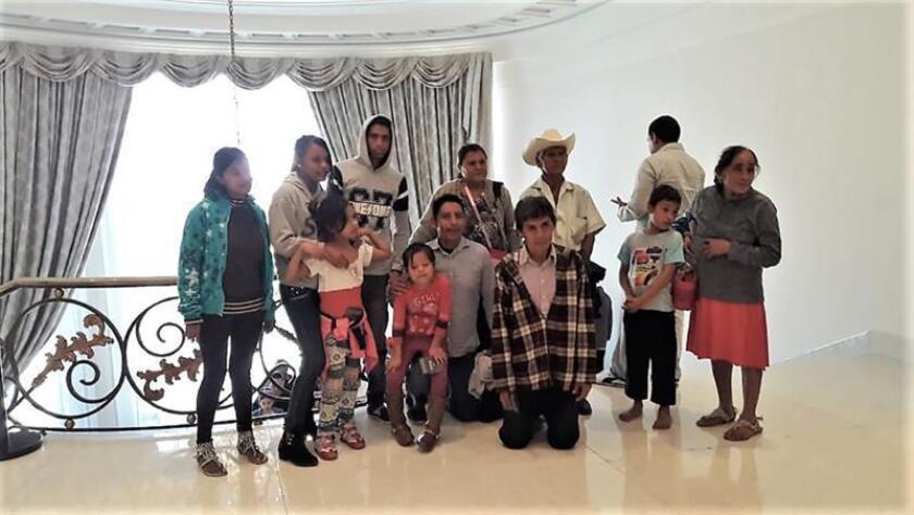 Familia que visitó Los Pinos muestra contraste entre pobreza y oropel