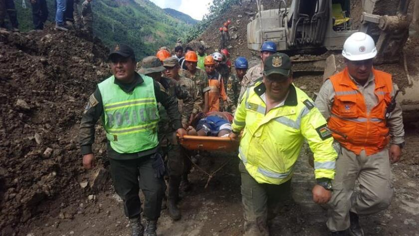A handout photo made available by the Bolivian Defense Ministry shows rescuers carrying the body of a victims following a landslide at the road that connects La Paz and Caranavi, Bolivia, 03 February 2019. Eleven died and around 20 were wounded in a landslide according to Bolivia's Defense Ministry. EPA-EFE/DEFENSE MINISTRY HANDOUT HANDOUT EDITORIAL USE ONLY/NO SALES