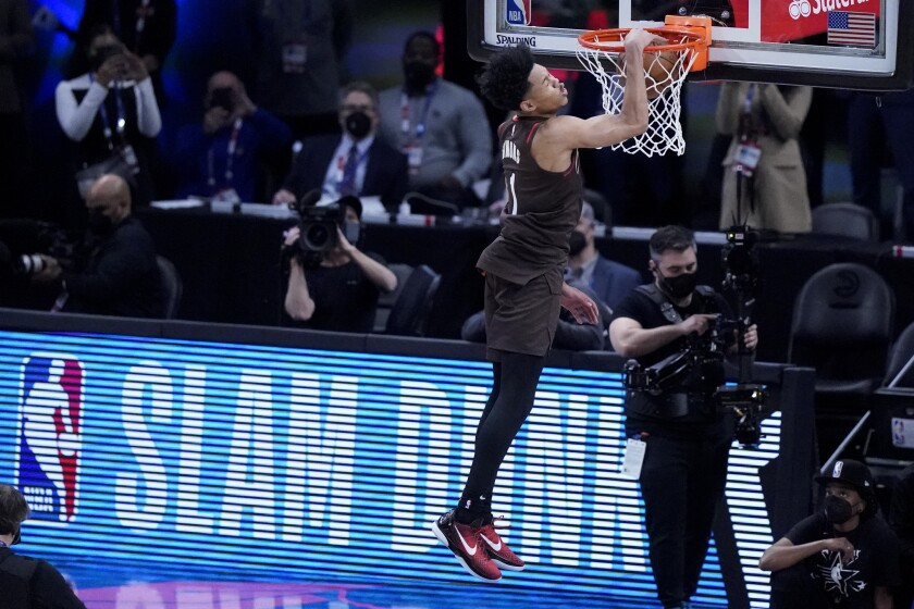 Trail Blazers guard Anfernee Simon competes in the slam dunk contest.