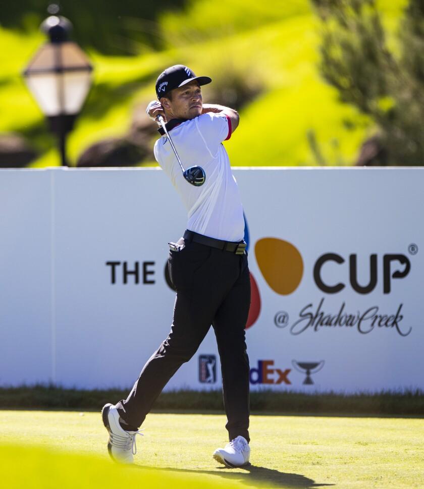 Xander Schauffele en el hoyo uno en la segunda ronda del CJ Cup que se realiza en el Shadow Creek Golf Club el viernes 16 de octubre del 2020 en Las Vegas. (Chase Stevens/Las Vegas Review-Journal via AP)