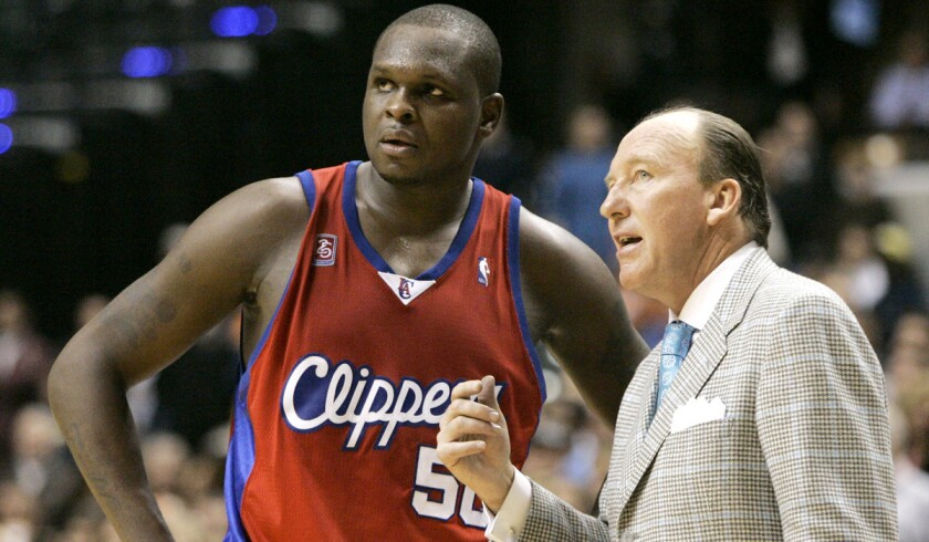 Mike Dunleavy Sr. talks with power forward Zach Randolph while coaching the Clippers in 2008.