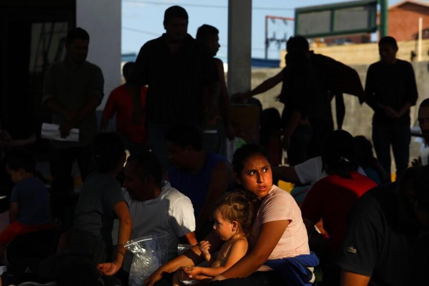 la-photos-1staff-461200-na-0801-asylum-seekers-head-south-gem-012.jpg
