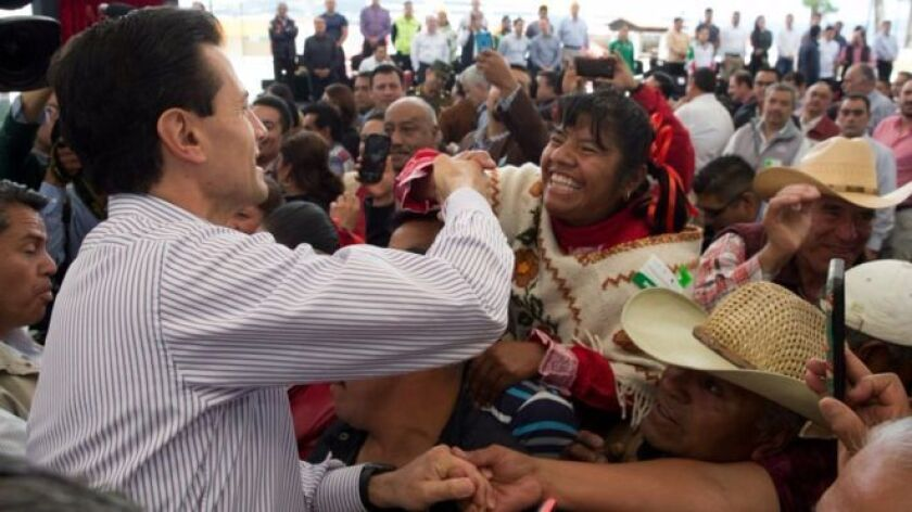 Especialistas creen que Peña Nieto paga el costo por la crisis de gobernadores.