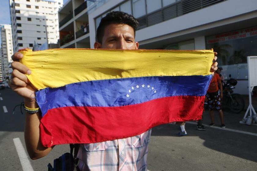 Venezuelans prepare to welcome their country's interim president, Juan Guaido, on March 2, 2019, in Salinas, Ecuador. EFE-EPA/Wladimir Torres