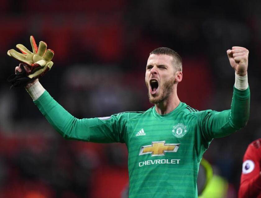El portero español del Manchester United David de Gea celebra la victoria de su equipo. EFE/EPA