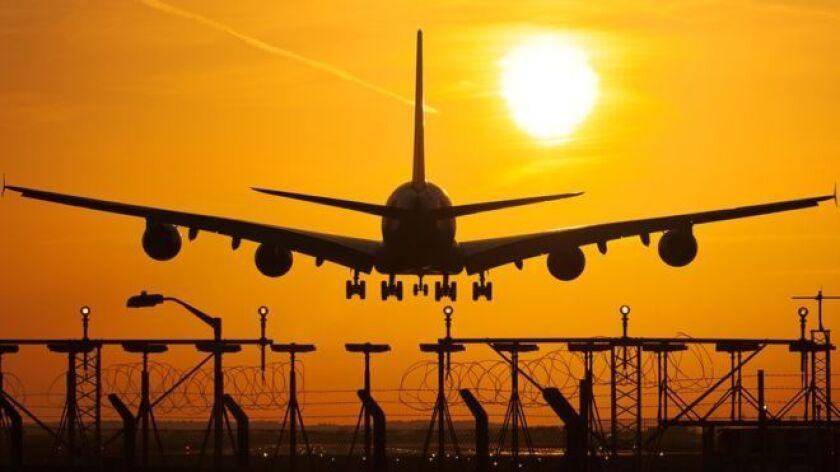 Uno podría imaginar que la ruta aérea con mayor cantidad de vuelos en el mundo puede ser la que une Nueva York con Washington, Londres con París o Pekín con Shanghái.