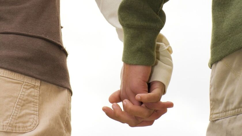 teenage couple holding hands ** TCN OUT ** ORG XMIT: CHI1103291451253475