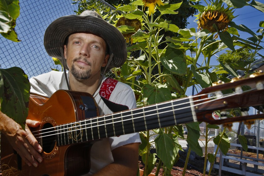 Jason Mraz and his manager have started a campaign: #RetiredAt40.