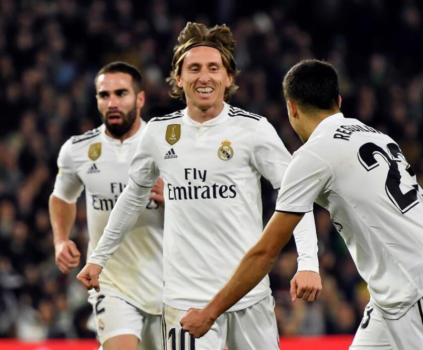El centrocampista croata del Real Madrid Luka Modric (c) celebra un gol. EFE/Archivo