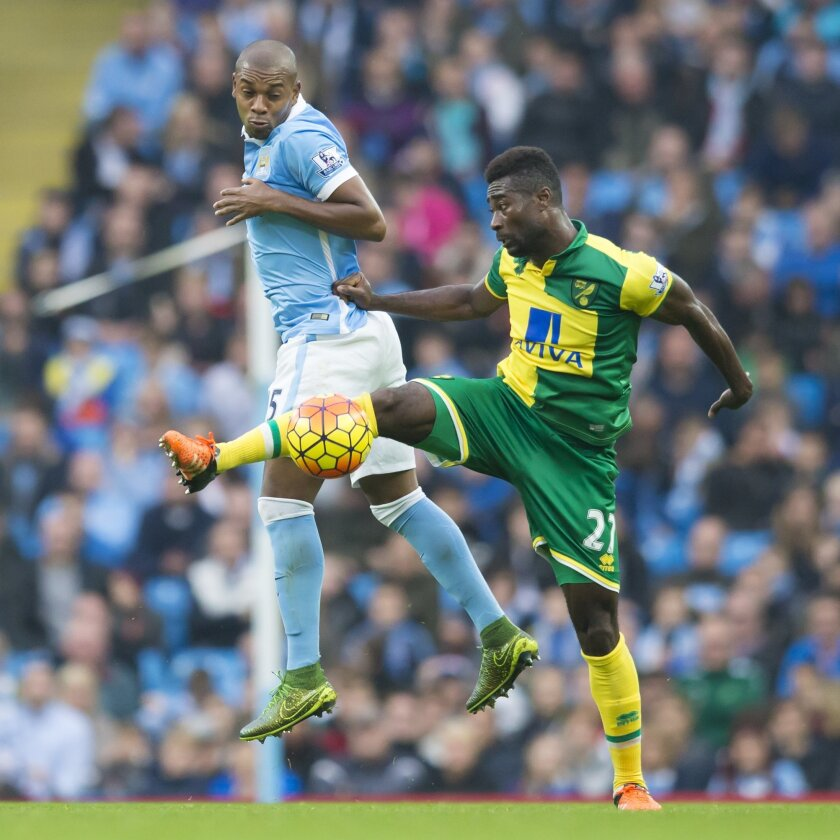 Manchester City's Fernandinho, left, fights for the ball against Alexander Tettey of Norwich City during the English Premier League soccer match between Manchester City and Norwich at the Etihad Stadium, Manchester, England, Saturday Oct. 31, 2015. (AP Photo/Jon Super)