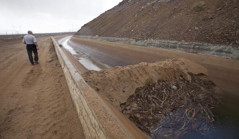 Aqueduct dam
