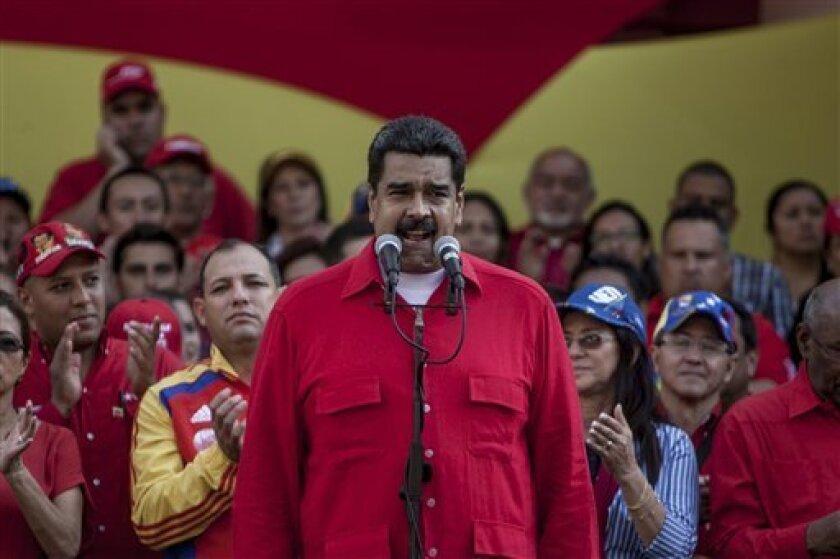 """El Presidente de Venezuela, Nicolás Maduro, acusó que su par estadunidense Barak Obama ordenó """"incendiar Venezuela"""", y por eso la Oposición se niega a sentarse para un diálogo político con el Gobierno."""