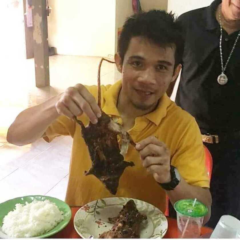 Campeón tailandés festeja triunfo sobre el 'Gallo' Estrada comiendo RATAS asadas