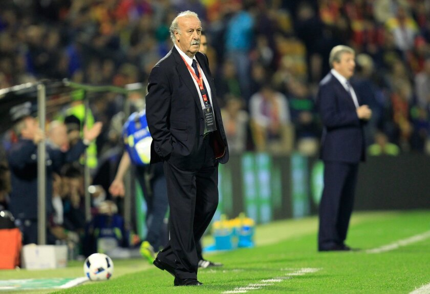 FILE - In this Friday, Nov. 13, 2015 file photo, Spain's coach Vicente del Bosque stands on the sidelines during an international friendly soccer match between Spain and England at the Rico Perez Stadium in Alicante, Spain. (AP Photo/Alberto Saiz, File)