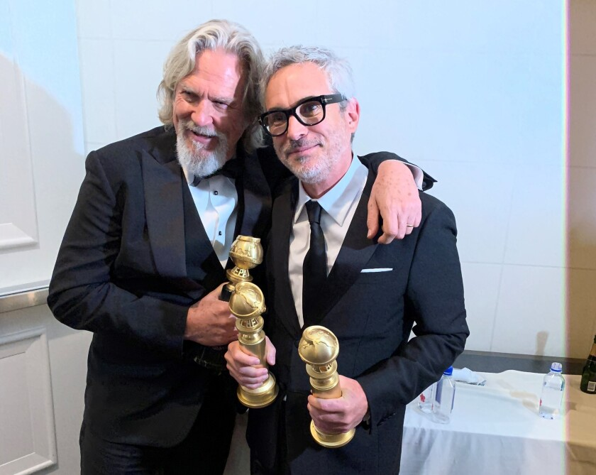 El cineasta mexicano al lado del legendario Jeff Bridges durante la ceremonia de ayer.