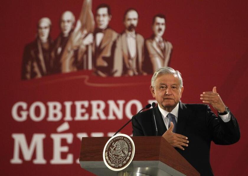 El presidente de México, Andrés Manuel López Obrador, ofrece una rueda de prensa, en el salón Tesorería del Palacio Nacional, en Ciudad de México (México). EFE