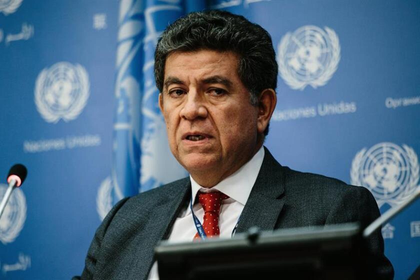 El presidente de turno del Consejo de Seguridad de la ONU, el embajador peruano Gustavo Meza-Cuadra, ofrece una rueda de prensa en la sede de Naciones Unidas de Nueva Yor, EE.UU., el 2 de abril del 2018. EFE