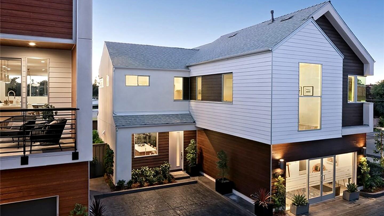 $877,900 in Costa Mesa