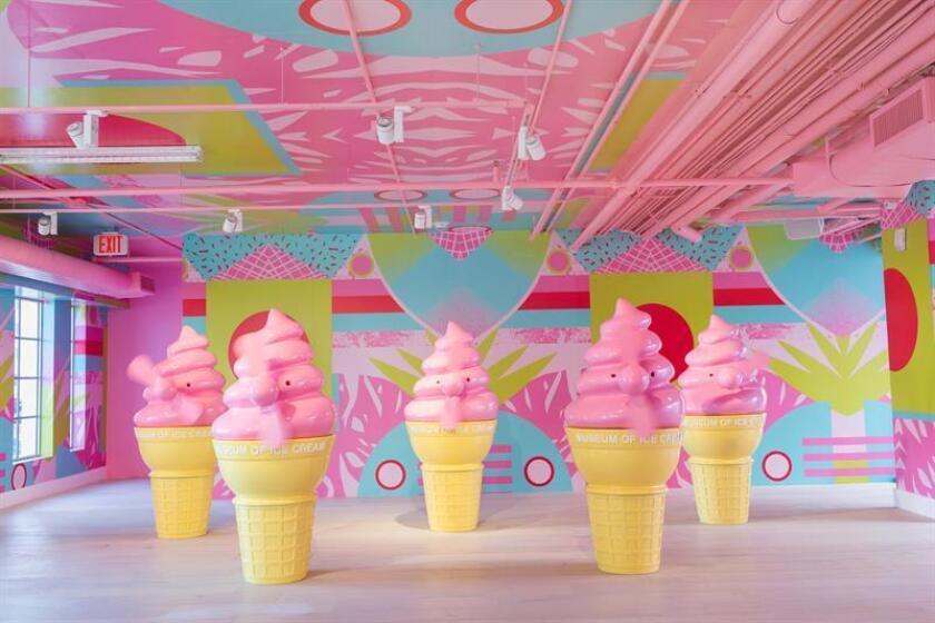 Fotografía cedida del 6 de diciembre de 2017 de conos de helado en el interior del Museo del Helado, en Miami Beach, Florida (EE.UU.). EFE/Museo del Helado/SOLO USO EDITORIAL/NO VENTAS