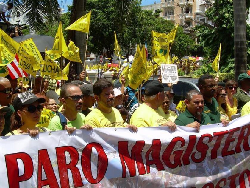 La Federación de Maestros de Puerto Rico (FMPR) anunció hoy la convocatoria de un paro de labores a efectuarse el próximo día 15 para mostrar al Gobierno la indignación del sector ante las medidas adoptadas por la secretaria de Educación, Julia Keleher. EFE/ARCHIVO