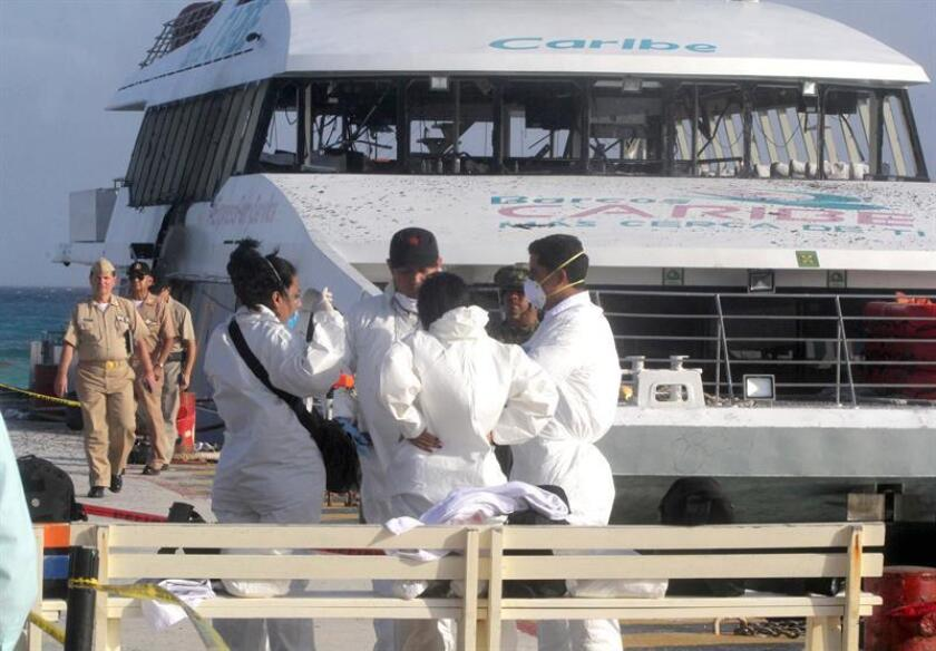 La embajada de Estados Unidos en México informó hoy que se hallaron explosivos sin detonar en un barco de turistas en el Caribe mexicano, por lo que emitió una alerta de viaje para que sus ciudadanos eviten el uso de los transbordares. EFE/ARCHIVO