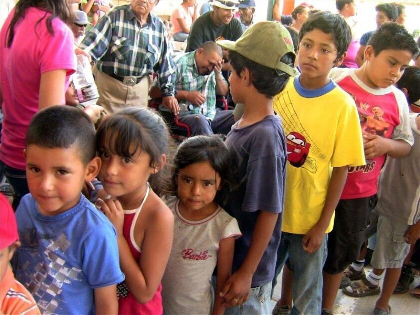 """Desde hace más de veinte años, la mexicana Hilda Pacheco-Taylor ha brindado hogar y alimento a miles de huérfanos y niños desamparados que deambulan por la frontera méxico-americana a través de la fundación """"Corazón de Vida"""". EFE/Archivo"""