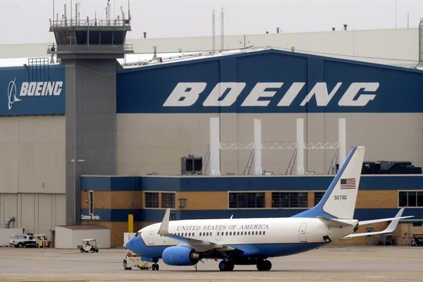 """La firma aeronáutica Boeing aseguró hoy que está haciendo un """"gran progreso"""" para rebajar el coste del nuevo avión presidencial tras las críticas que lanzó en diciembre pasado el gobernante electo, Donald Trump. EFE/ARCHIVO"""