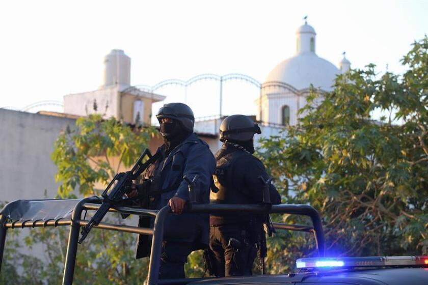 Un hombre mató a una mujer e hirió a su esposo e hijo para posteriormente suicidarse tras un conflicto vecinal en un barrio residencial de la Ciudad de México, informaron hoy autoridades locales. EFE/Archivo
