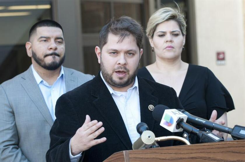 El congresista demócrata por Arizona Rubén Gallego ha pedido una investigación sobre los inmuebles arrendados por un contratista del Gobierno federal al que son llevados los menores indocumentados separados de sus padres. EFE/ARCHIVO